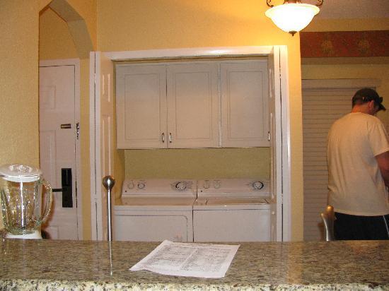 Washer Dryer In Kitchen 2br Condo West Village