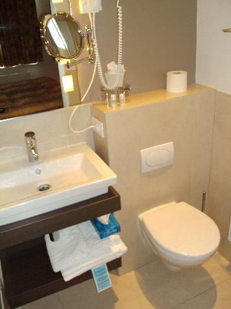 Hof Ter Duinen : stukje badkamer