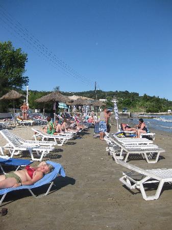 Angela Beach Hotel: Hotel beach