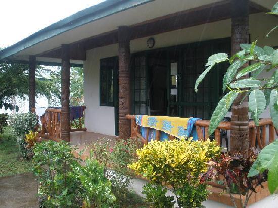Amoa Resort: Outside our poolside room
