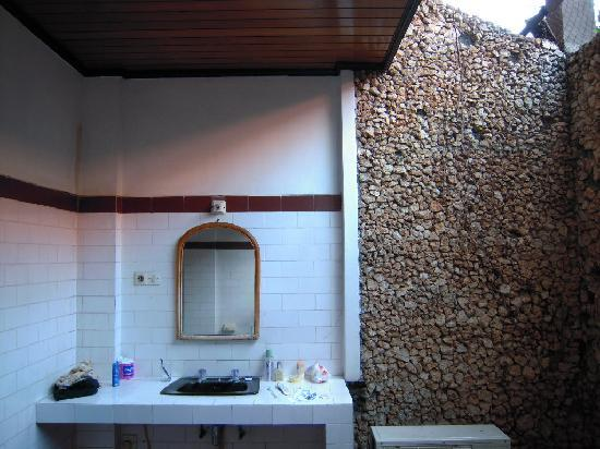 Mastapa Garden Hotel: Outside ensuite bathroom