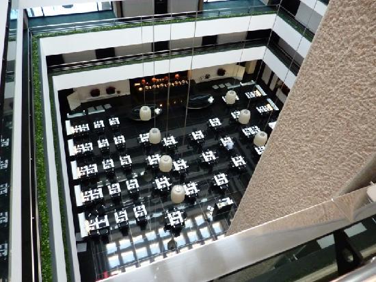 โรงแรมฮิลตัน มาดริด แอร์พอร์ท: Hotel vu du haut (le restaurant en bas)