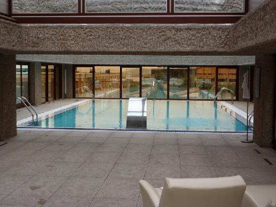 โรงแรมฮิลตัน มาดริด แอร์พอร์ท: La piscine thérapeutique