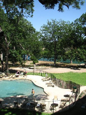 Courtyard by Marriott New Braunfels River Village: pool and river view from pool