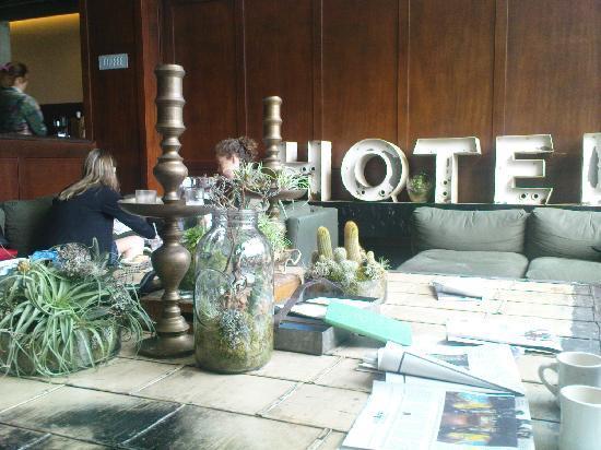 Ace Hotel Portland: Ace Hotel lobby