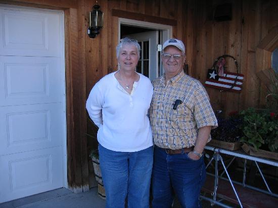 Inn Dupuyer: Joe and Rita