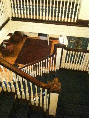 Olcott House Bed and Breakfast Inn: Beautiful Staircase
