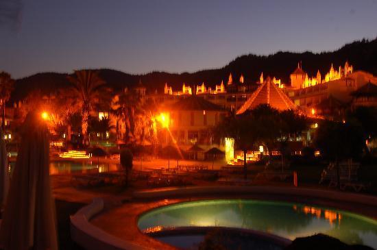 MARTI Resort de Luxe: piscine