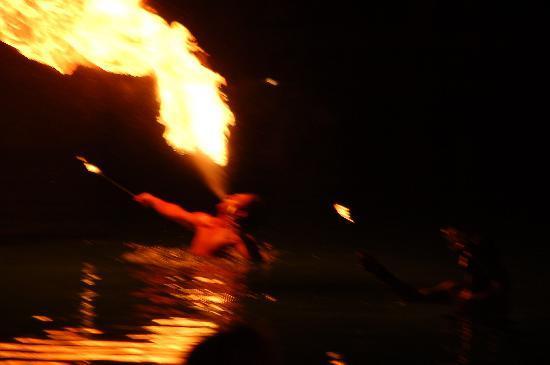 MARTI Resort de Luxe: show dans la piscine