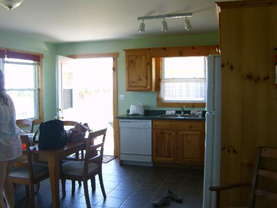 Montgomery Cavendish Cottages : kitchen area