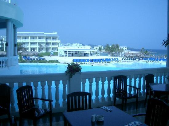 Grand Palladium Jamaica Resort & Spa: View from the B'fast/dining area of the main pool & activity center