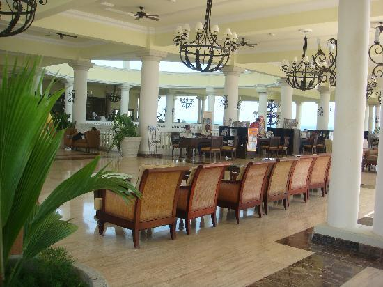 Grand Palladium Jamaica Resort & Spa: tour companies by the front desk