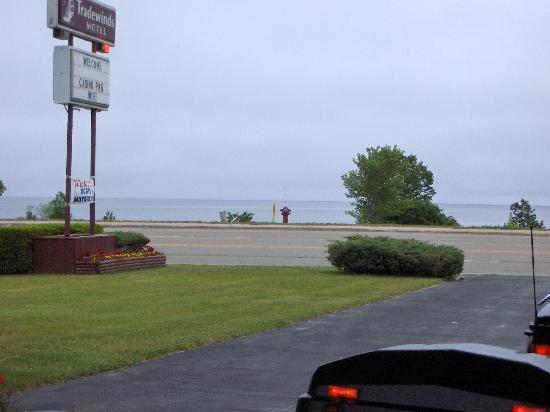 ‪‪Tradewinds Motel‬: Lake Huron from in front of the Tradewinds Motel‬