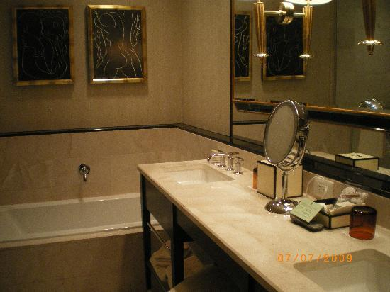 Resort Suite Bathroom Picture Of Encore At Wynn Las