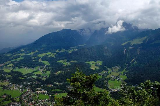 Alm- & Wellnesshotel Alpenhof: view from Grunstein mountain - behind hotel