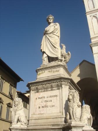 Statue De Dante Alighieri Devant L 233 Glise De Santa Croce