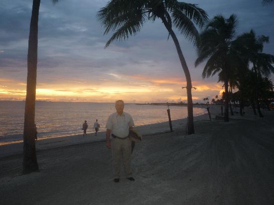 Φίτζι: Atardecer en Denarau Island - Fiji, un paraiso para el descanso y el aficionado al Golf