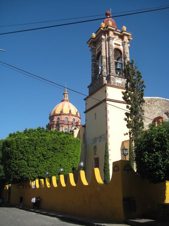 San Miguel de Allende, Meksyk: One of the old  churches