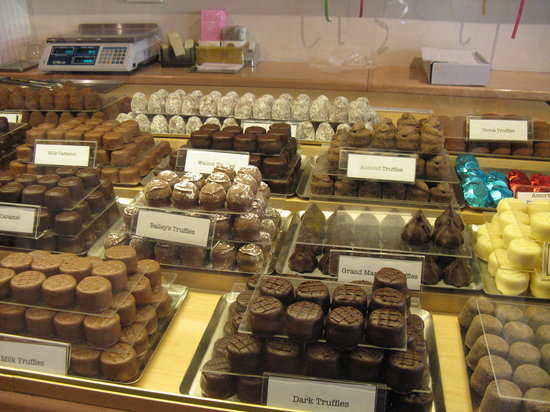 Gourmet Walks - Fun Foodie Tours: A chocolate shop's temptations