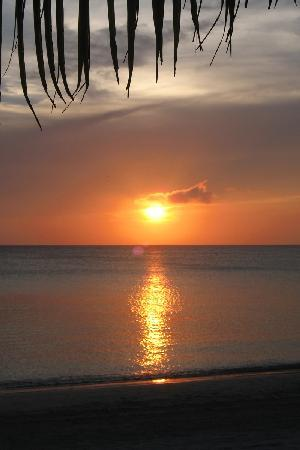 Bananarama Beach and Dive Resort: Another beautiful sunset