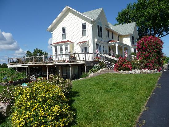 Country Hermitage Bed and Breakfast Traverse City: The Inn from the back yard...