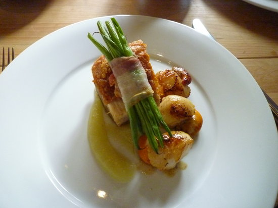 Crannog Seafood Restaurant: pork and scallops...yummy!