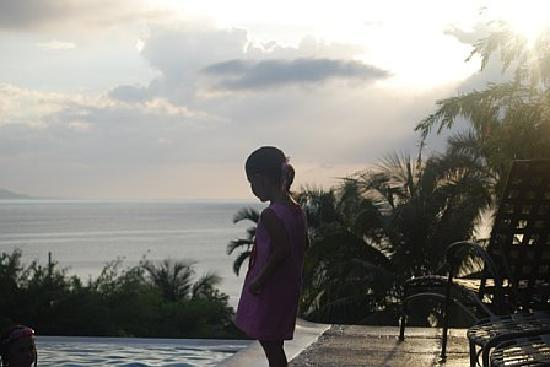 Round Hill Hotel & Villas: My niece reflecting on life