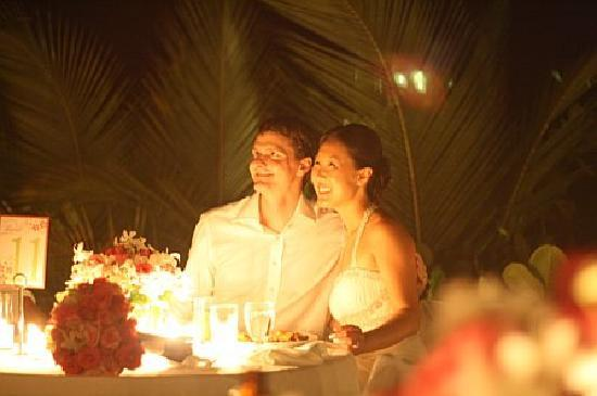 Round Hill Hotel & Villas: After the sun set, the happy couple