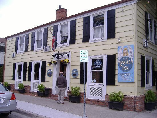 Olde Angel Inn Hotel and Restaurant: The Angel Inn, Niagara on the Lake