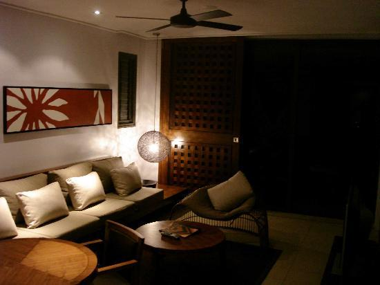 InterContinental Fiji Golf Resort & Spa: beachfront suite's lounge/living room