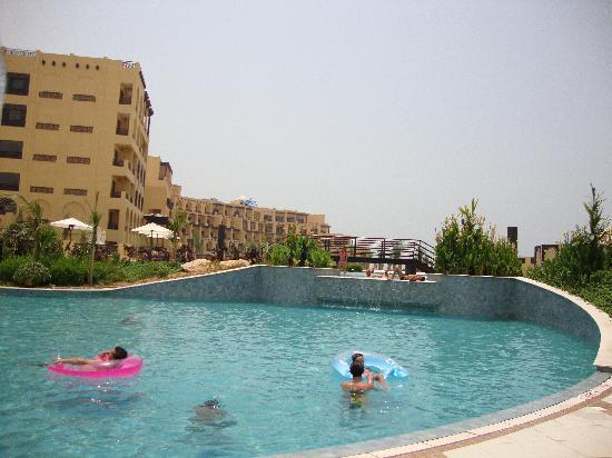 Hilton Ras Al Khaimah Resort & Spa : fresh water pool