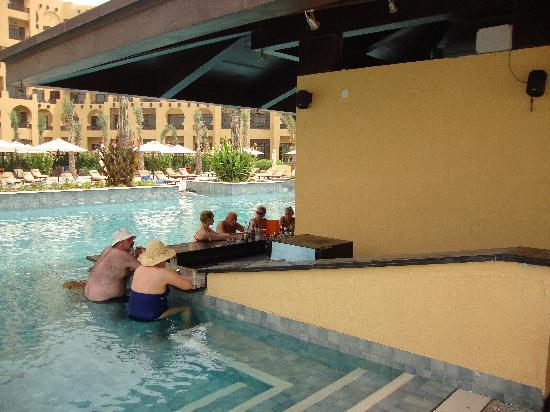 Hilton Ras Al Khaimah Resort & Spa: pool bar
