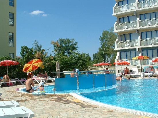 Hotel Aquamarine : Pool area