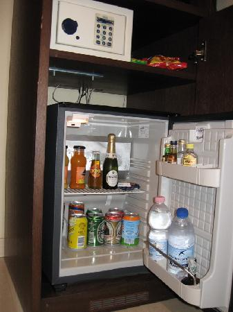 Stadio Hotel : Safe deposit box and minibar