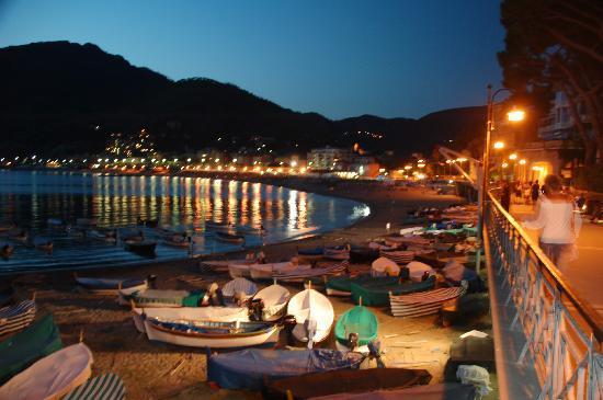 La Gerbera : Am Abend auf der Strandpromende