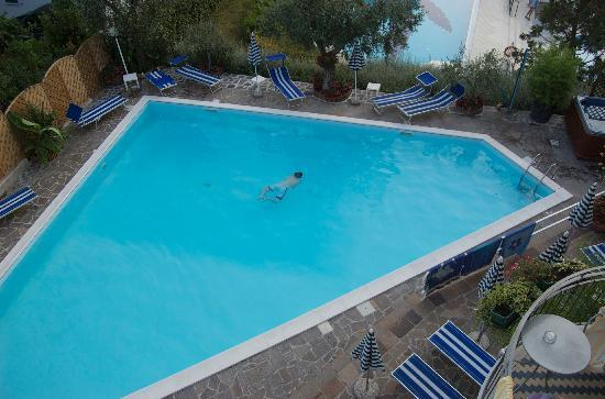 Hotel Ventaglio: pool from the balcony (room 18)