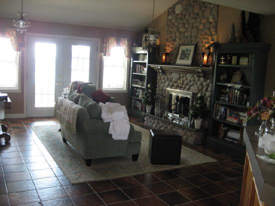 Lantern H&H Living Room