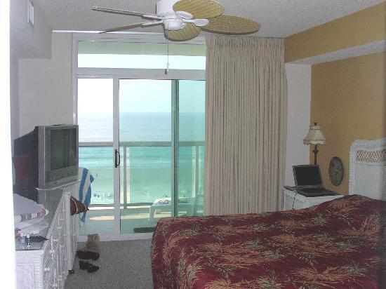 Laguna Keyes Resort: Master Bedroom