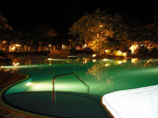 Cha-Am Methavalai Hotel: la piscine la nuit