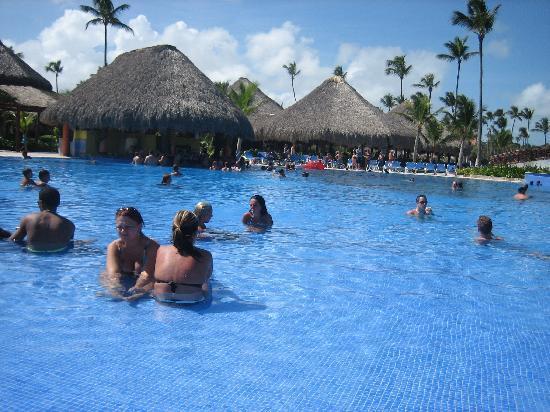 Grand Bahia Principe Punta Cana: Las piscinas con el bar dentro