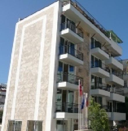 Romeo Otel: The building..