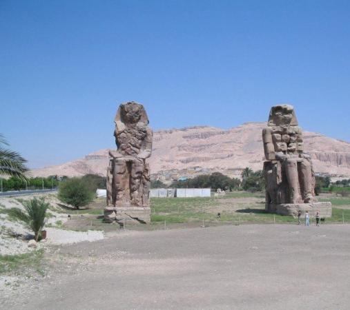 how to get to the colossi of memnon