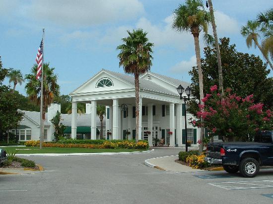 Plantation Inn And Golf Resort Hotel Front