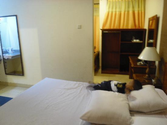 Royal Safari Garden Resort & Convention: Tempat tidur yang di desain rapi dan bersih