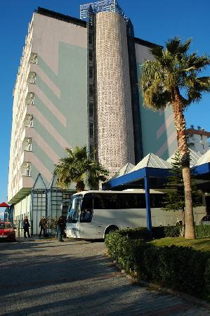 Oz Hotels Antalya Resort & Spa: Hotel from outside