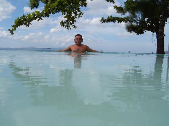 Sirangan Beach Resort: En la piscina
