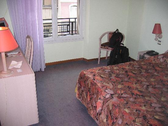 Splendid Hotel: Interior view of room