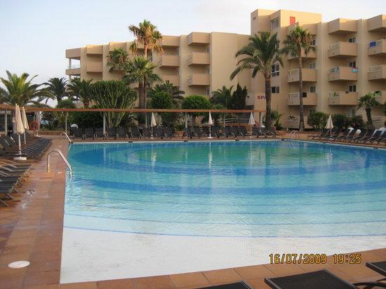 Hotel Mare Nostrum: the pool