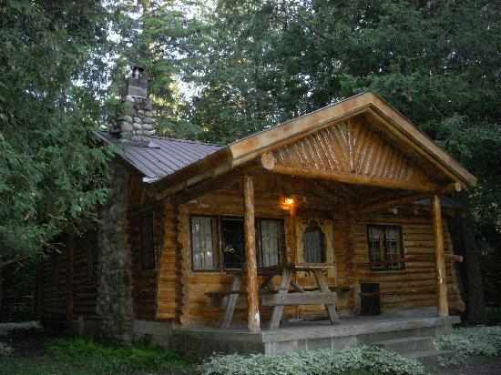 Malone's Sturgeon River Cabins : Cabin 2 the back