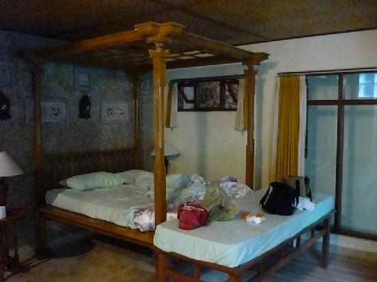 Ketut's Place: Bedroom dark and damp